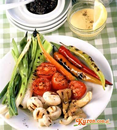 Cukinie, bakłażany, ogórki lub inne warzywa z grilla