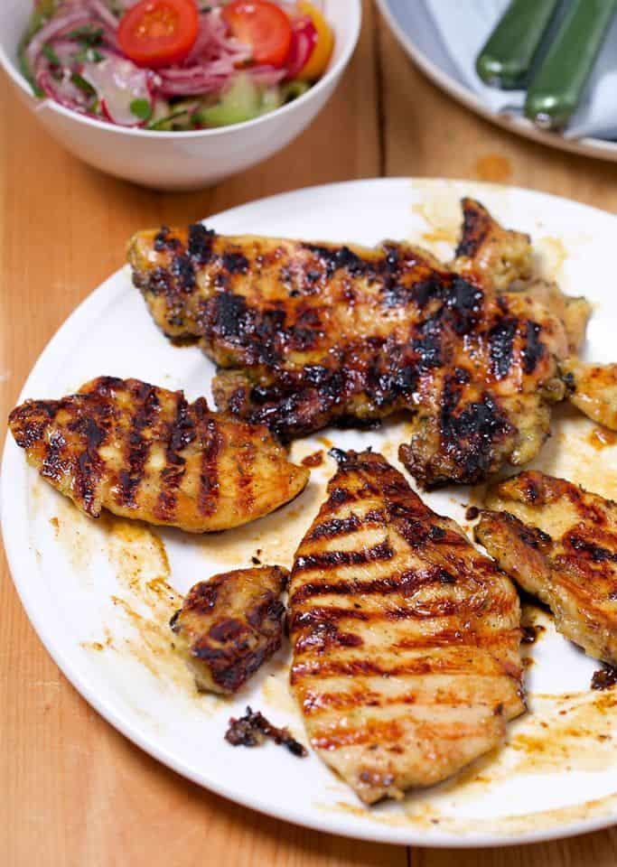 Grillowana pierś z kurczaka z błyskawiczną sałatką