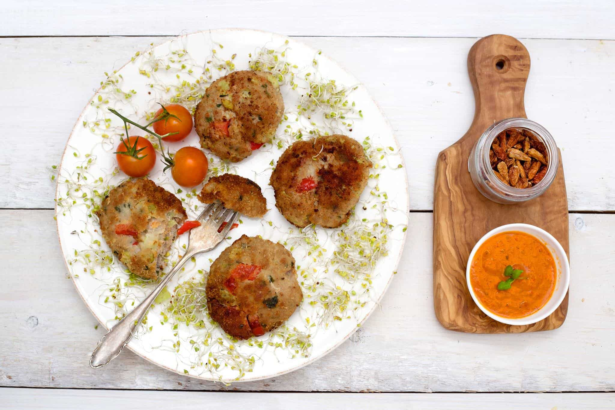 Kotleciki wieprzowe z warzywami i serem bursztyn