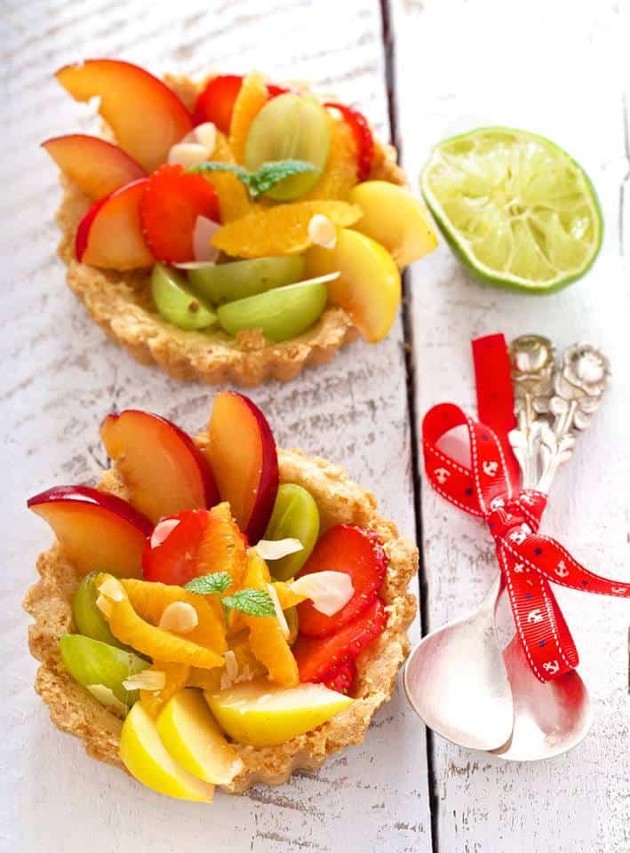 Sałatka owocowa w kruchych miseczkach