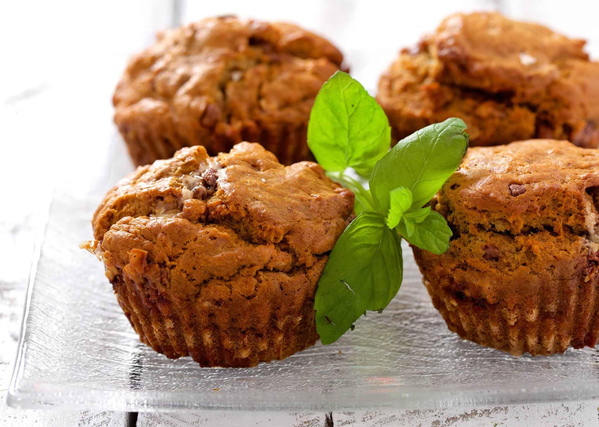 Muffinki z masłem orzechowym i batonem snickers
