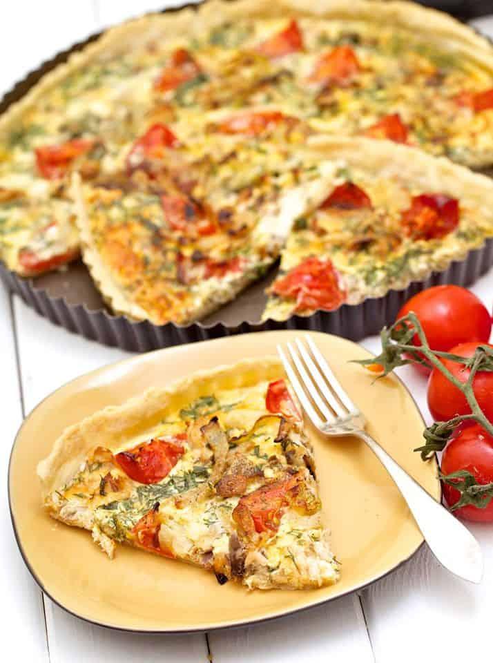 Quiche z pieczarkami, pomidorem i ziołami