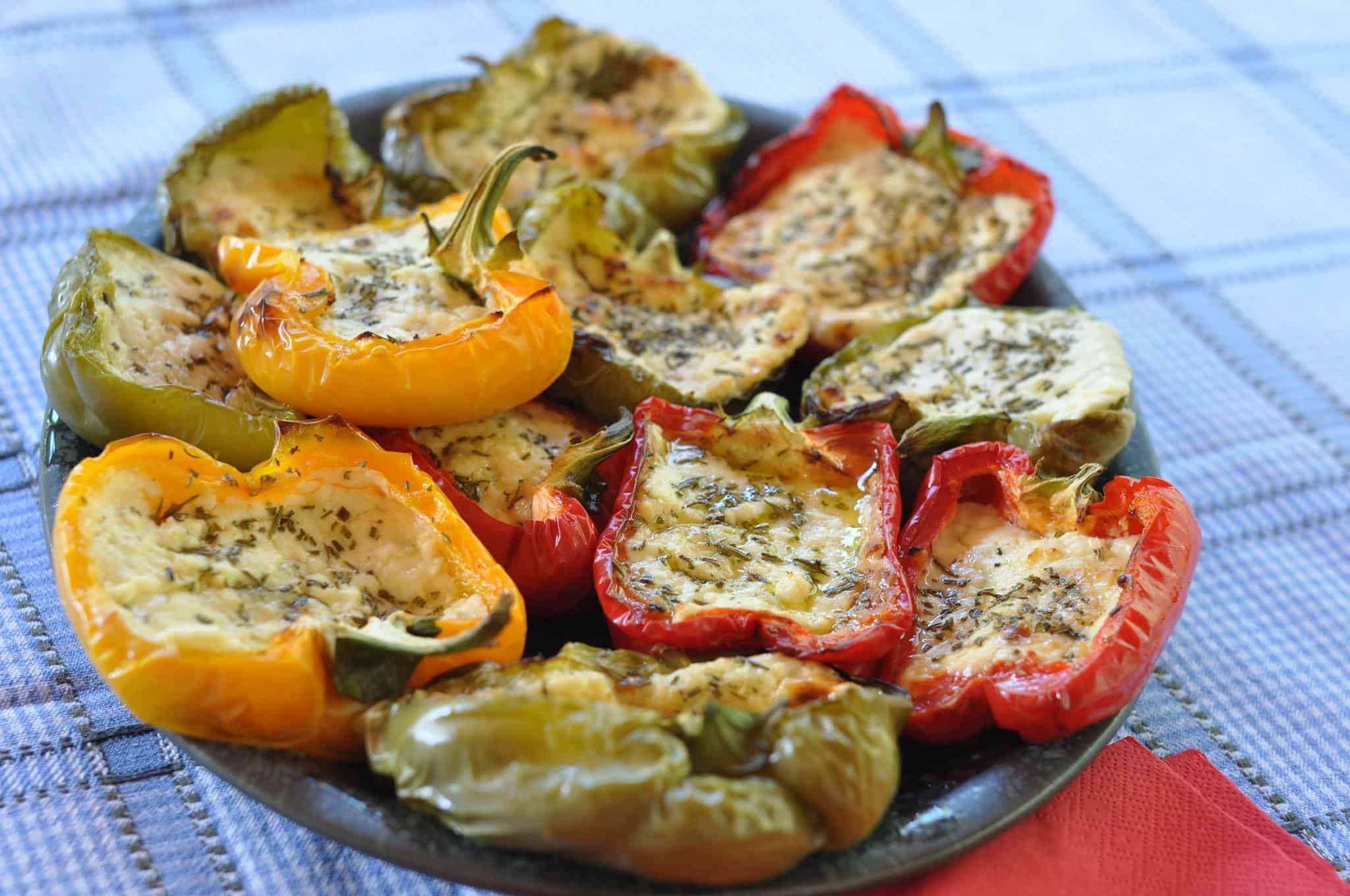 Papryka faszerowana bryndzą z dodatkiem rozmarynu i oliwy