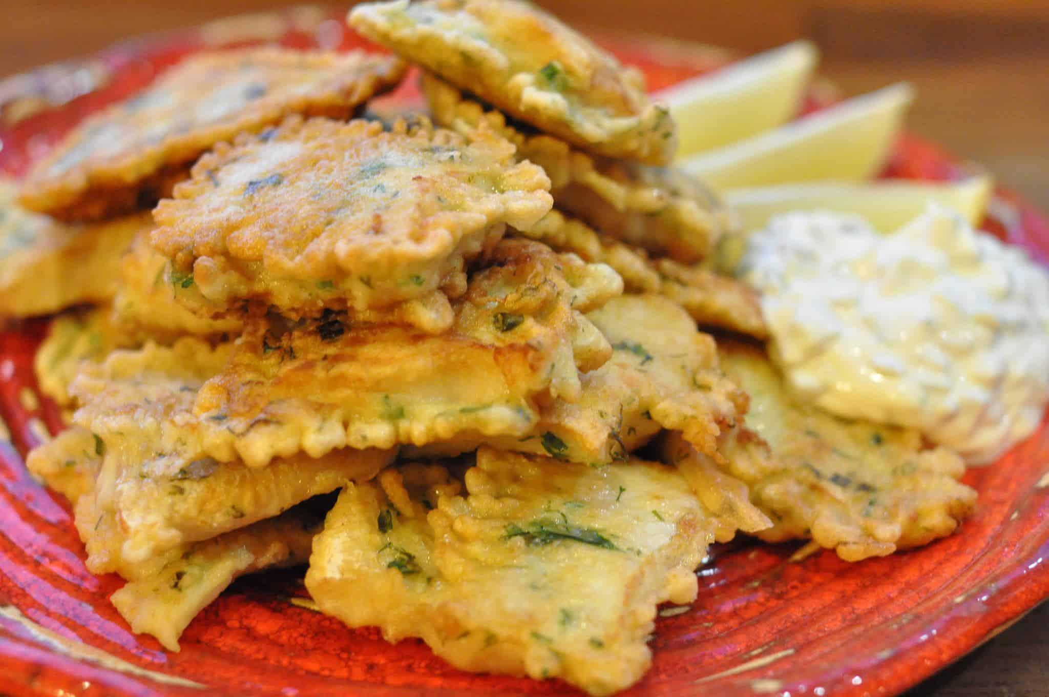 Ryba w cieście ziołowym z sosem tatarskim