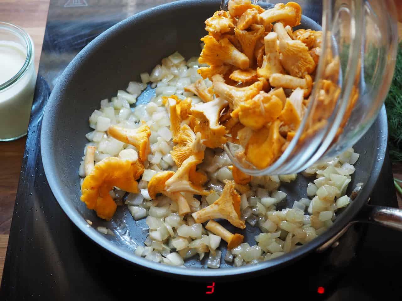 Kurki w śmietanie z kurczakiem