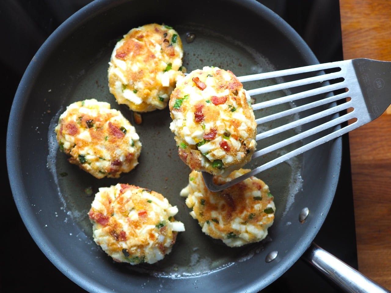 Kotlety jajeczne z boczkiem
