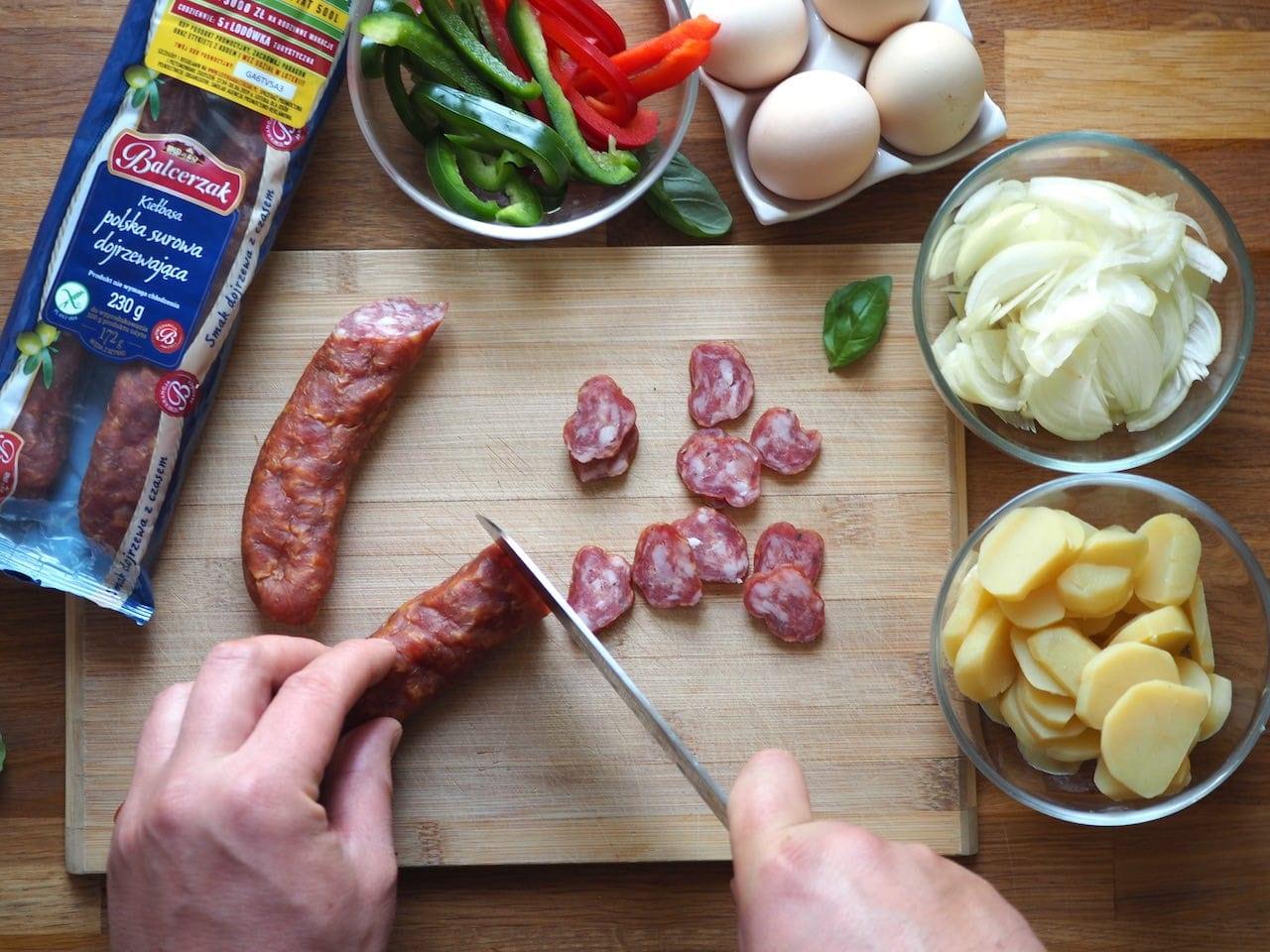 Zapiekanka ziemniaczana z kiełbasą dojrzewającą