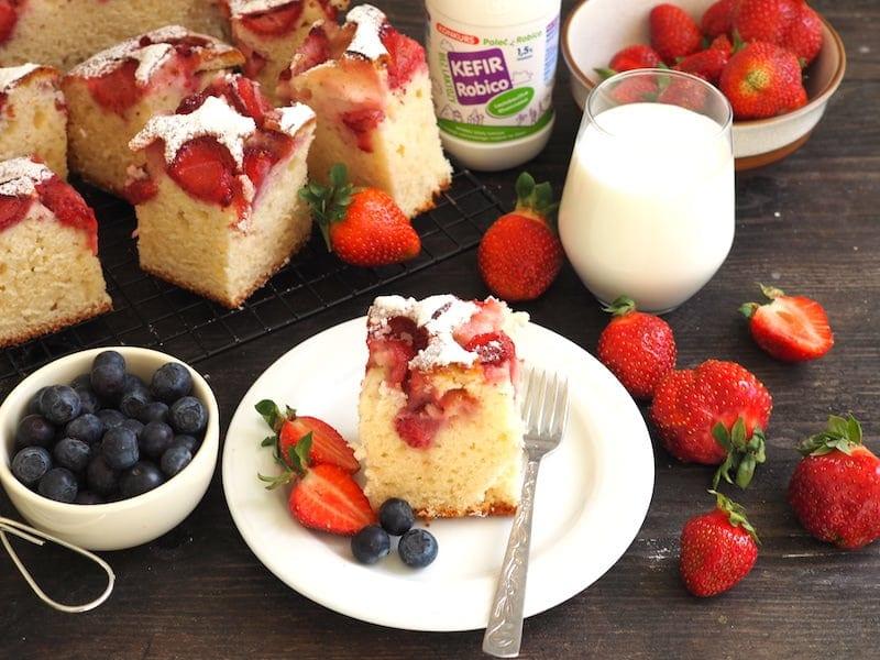 Ciasto z kefirem i truskawkami