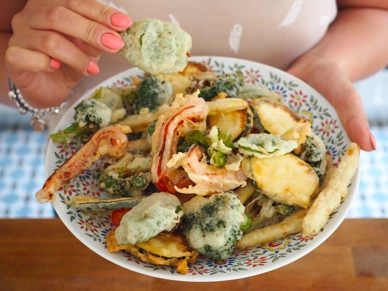 Warzywa w tempurze z sosem sezamowym
