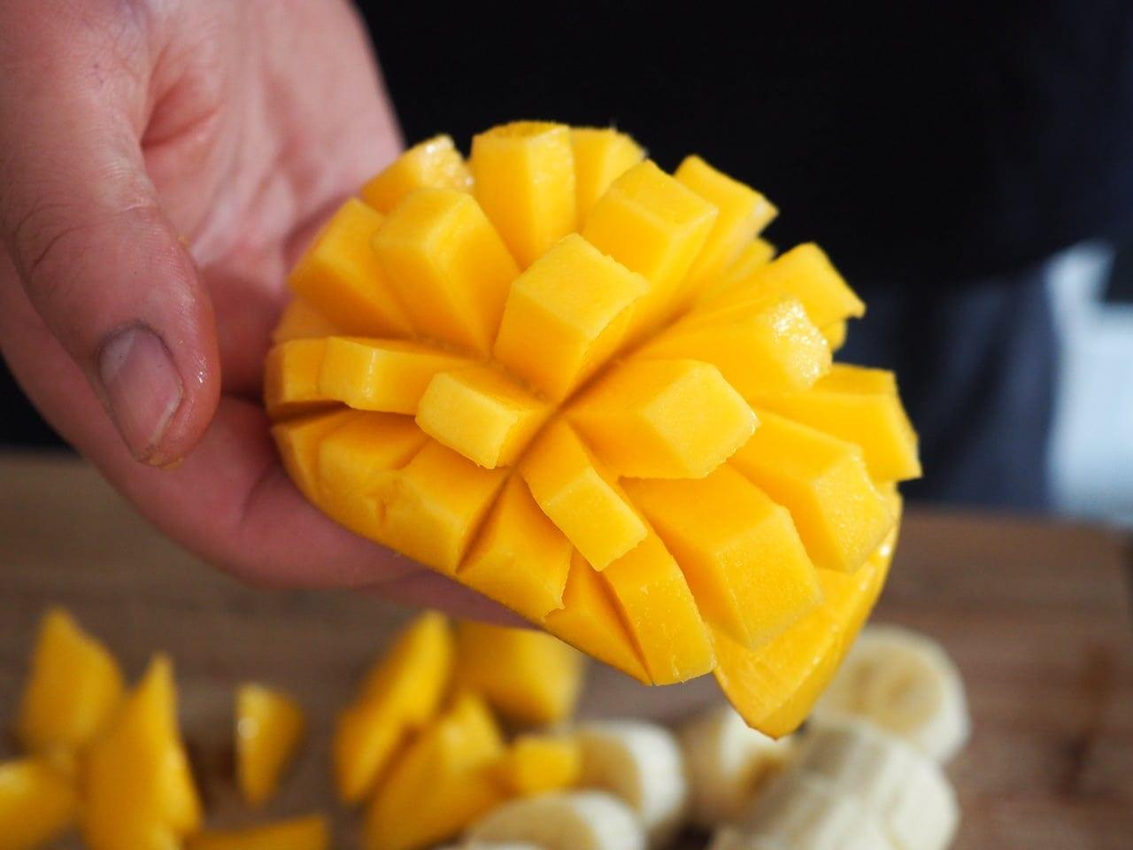 Koktajl z mango i malinami