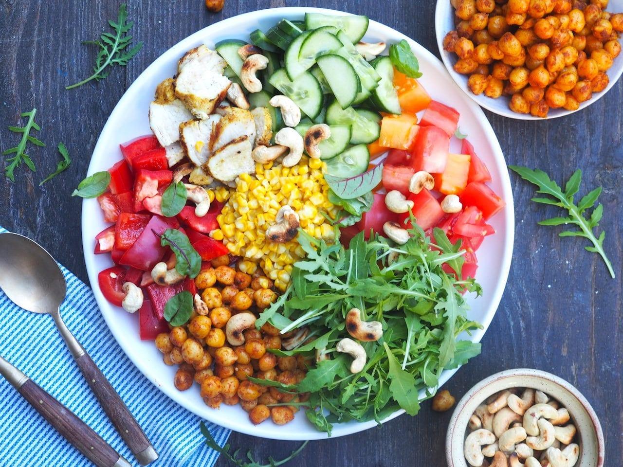 Kolorowa sałatka bowl
