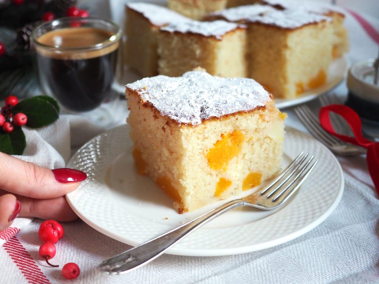Ciasto z maślanką i brzoskwiniami