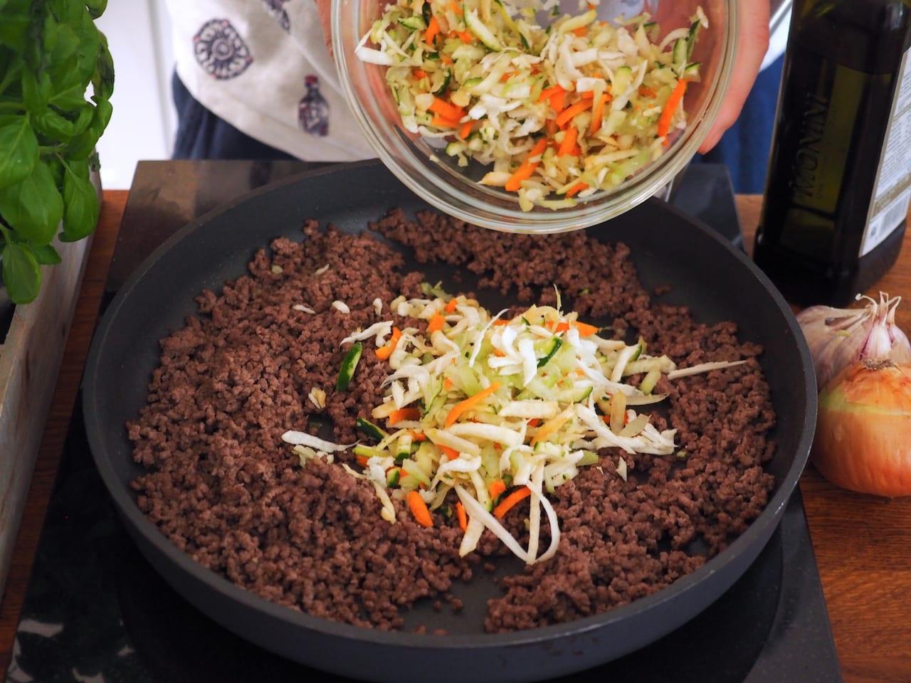 makaron z wołowiną i warzywami