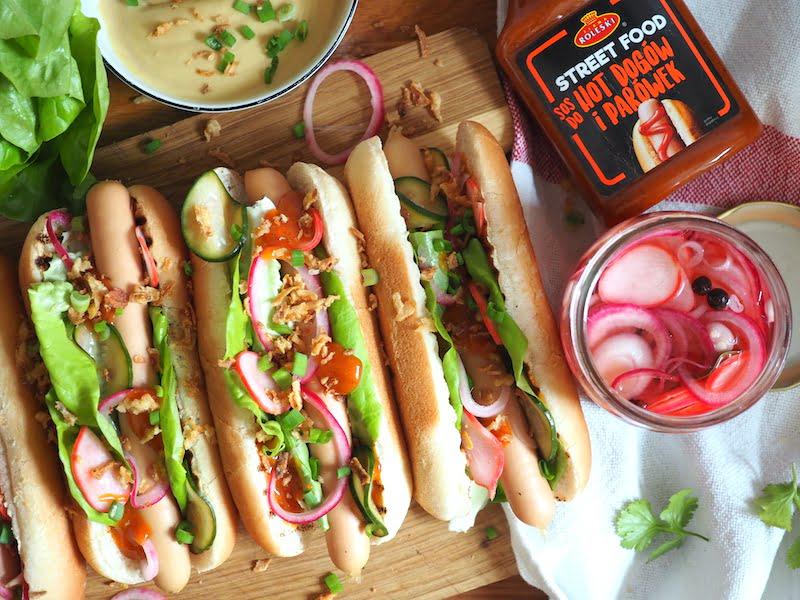 hot dog z domowymi piklami