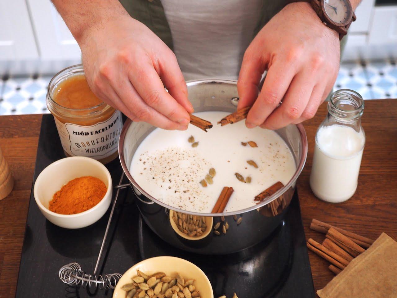 złote mleko z cynamonem