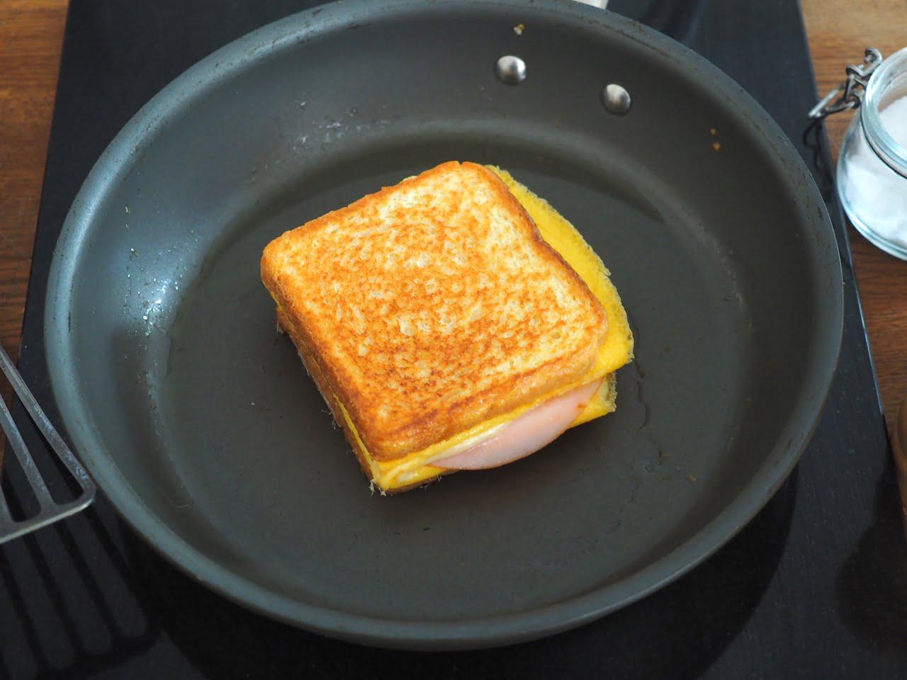 Jak przygotować tost z omletem