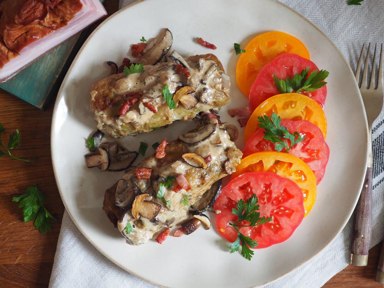 Gołąbki z tartymi ziemniakami w sosie grzybowym