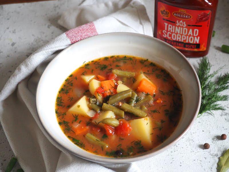 Zupa z pomidorami i fasolką szparagową