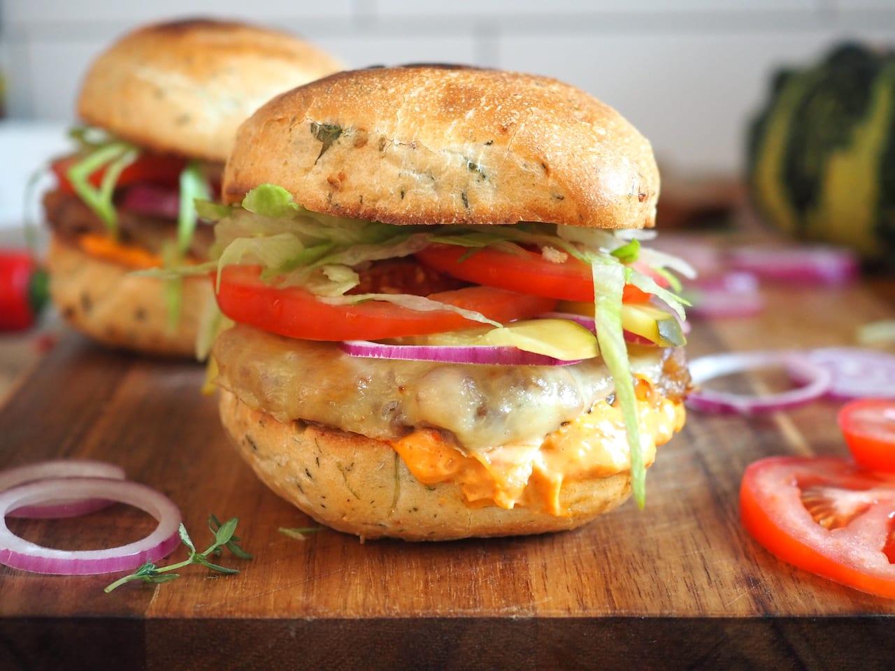 Burgery wieprzowe zapiekane z serem