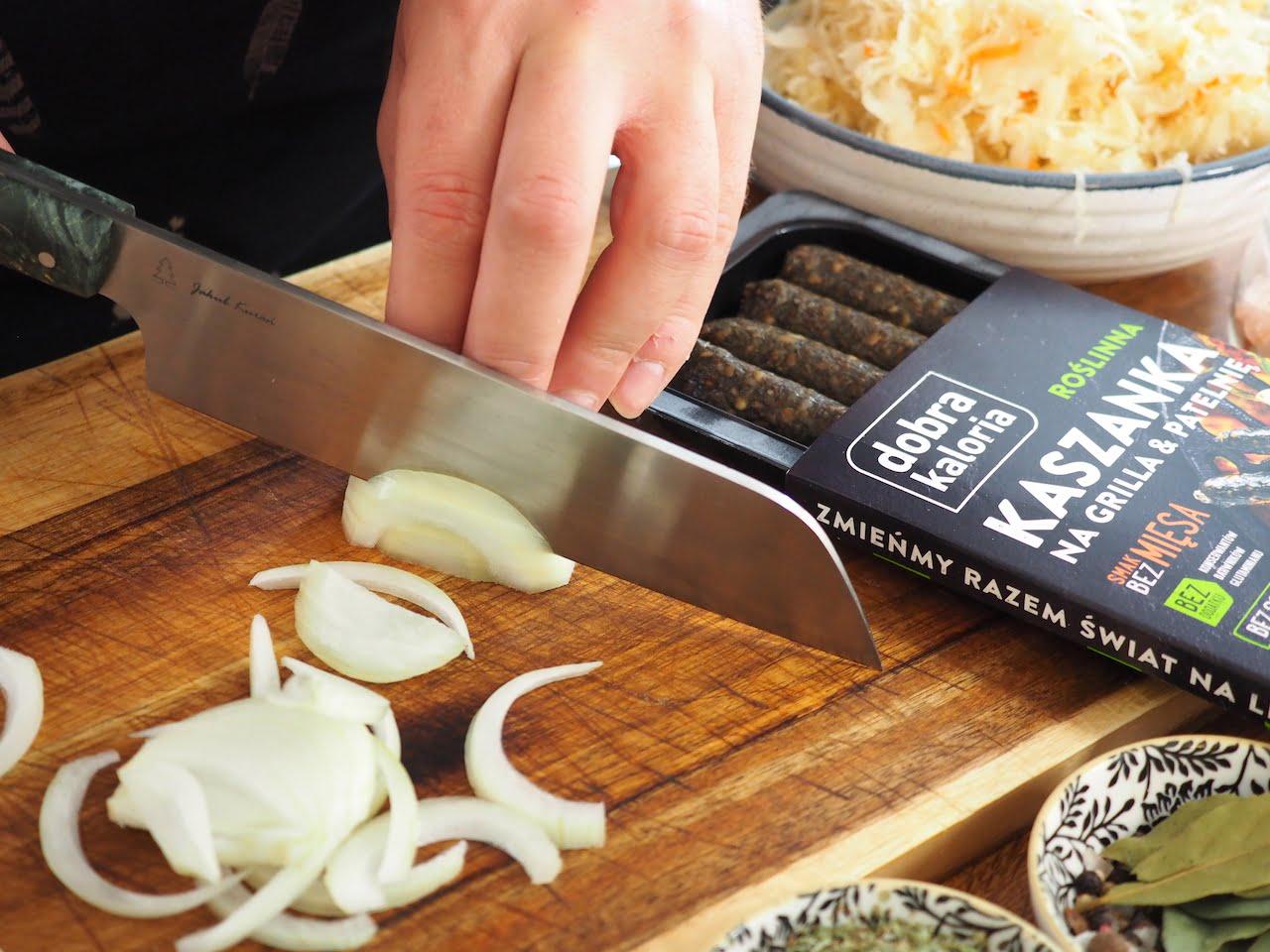 krojenie cebuli w piórka